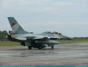 F-16 TNI-AU dengan AIM-9 P4 Sidewinder