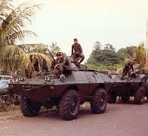Pada tahun 70-an V-150 TNI AD di cat warna hijau tua