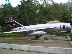 MIG-17 AURI jadi monumen di obyek wisata Sarangan, Magetan