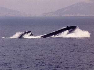 Type 209 saat meluncur cepat ke permukaan