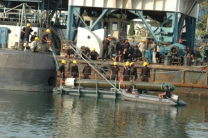 Tahap pemasangan torpedo SUT