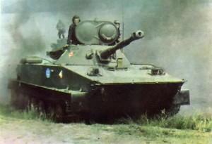 PT-76 in Action, tampilan kubah versi lama dengan meriam 76mm