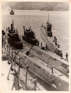 Armada kapal selam saat sedang merapat untuk keperluan logistik di KRI Sam Ratulangi