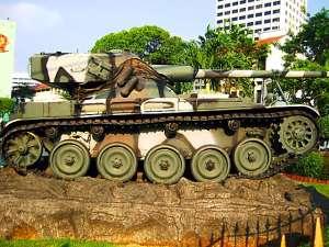 AMX-13 TNI-AD tampak samping, kelemahan terletak pada kanon yang maksimum hanya memiliki sudut elevasi 45 derajat