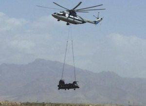 Heli Chinook juga bisa digotong oleh Mi-6