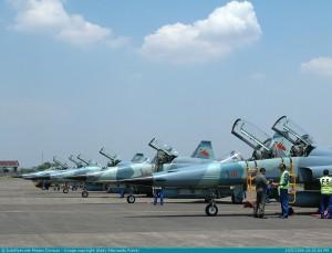 Deretan F-5E/F bersiaga di apron