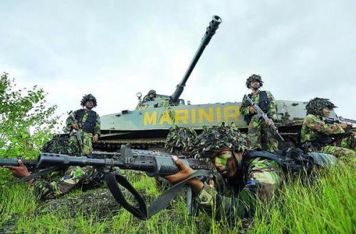 PT-76 Korps Marinir TNI-AL dengan Cockerill 90