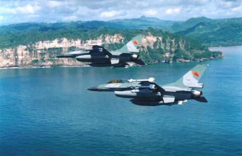 http://indomiliter.files.wordpress.com/2011/07/f16tniau-kaskus-us.jpg