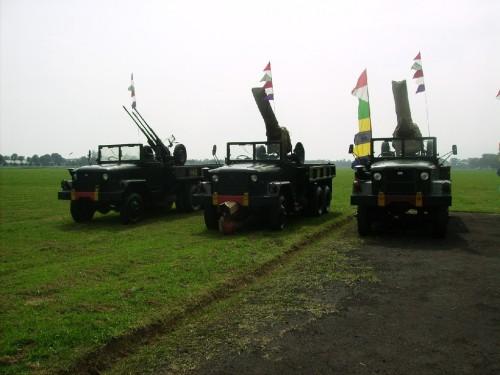 Triple gun dengan truk REO, siap berperan sebagai pertahanan udara titik di Lanud