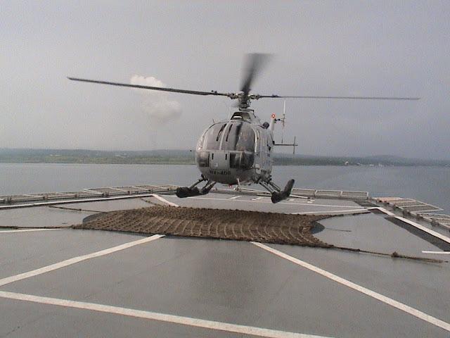 BO-105 mendarat di dek KRI Multatuli, dari dek yang berukuran besar, idealnya heli sekelas NBell-412 juga dapat mendarat disini