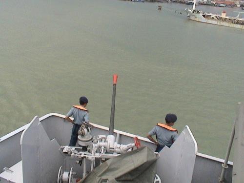 Salah satu kanon penangkis serangan udara di KRI Multatuli. foto : krimultatuli.blogspot.com