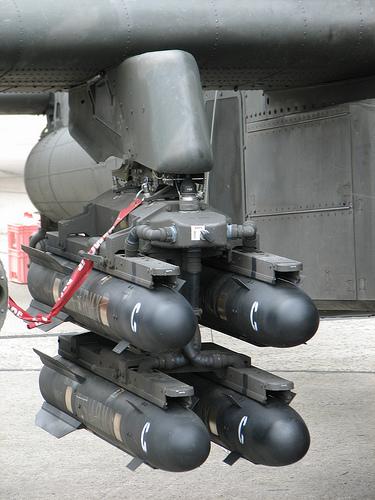 Tanpa basa basi Singapura sudah memiliki rudal anti tank battle proven AGM-114L Longbow Hellfire yang menjadi senjata pamungkas heli serbu Apache