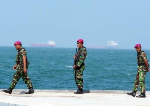 marinir_tni-al-patroli_pulau_nipah_pulau_terluar_berbatasan_dengan_singapura