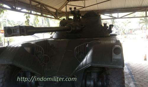 Panhard EBR FL-11 di museum Satria Mandala