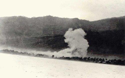 Suasana penembakan ke bibir pantai Dili, sebelum operasi pendaratan dilakukan