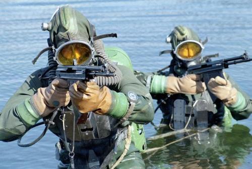 Russian frogman beraksi dengan APS