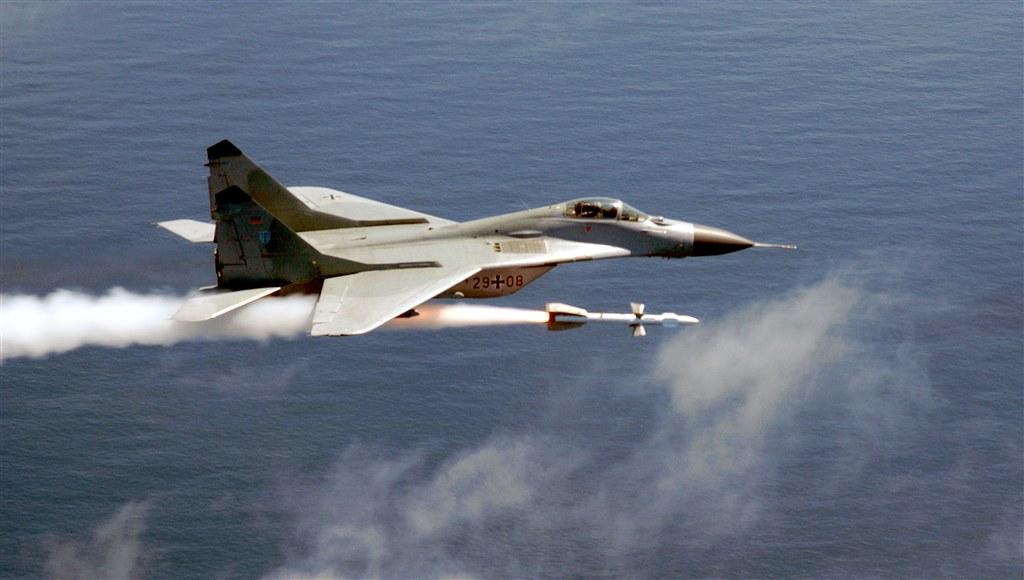 MiG-29 AU Jerman melepaskan R-27