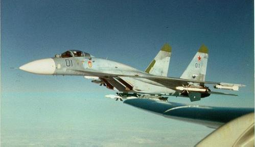 Sukhoi Su-27 AU Rusia dengan membawa R-27
