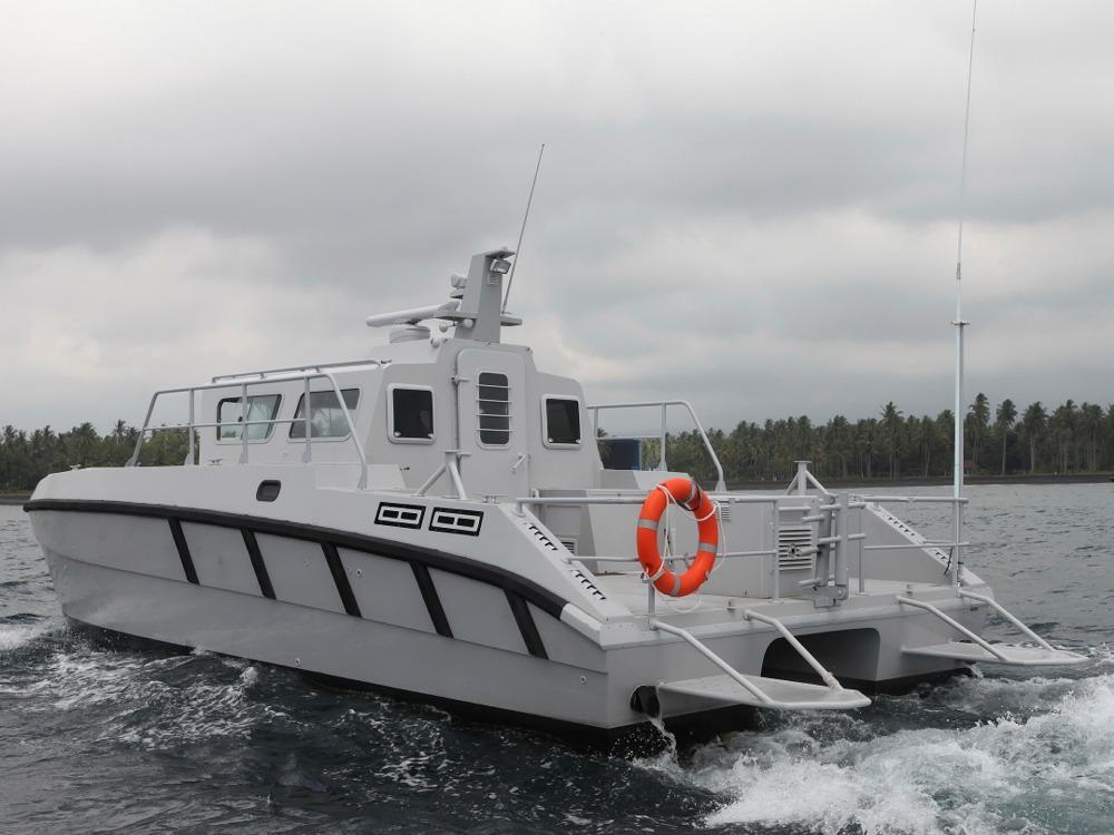 Sisi burutan dilengkapi platform untuk memudahkan penyelam naik dan turun dari kapal