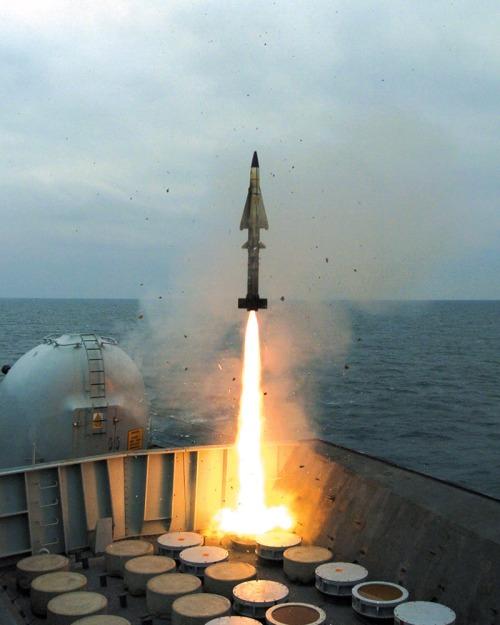 Peluncuran rudal Sea Wolf secara VLS