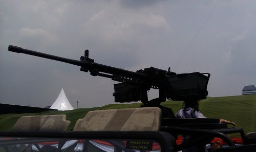 CIS 50MG terpasang pada rolling bar jeep tempur Kopassus, Land Rover Defender MRCV (multi role cambat vehicle)