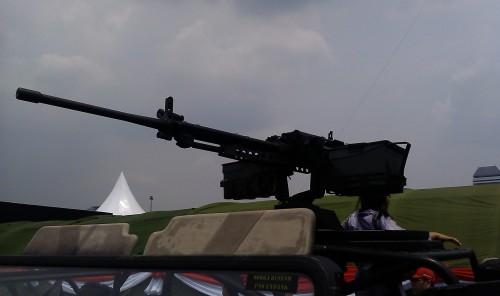 CIS 50MG terpasang pada rolling bar jeep tempur Kopassus, Land Rover Defender MRCV (multi role cambat vehicle)
