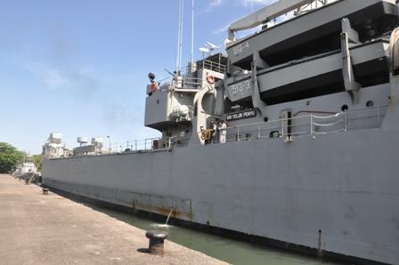 Teluk Penyu dan juga Teluk Semangka dapat membawa 4 unit LCVP