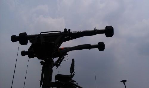Bila pada platform Simbad tidak dilengkapi kursi untuk juru tembak, maka di Atlas ada kursi kecil untuk operator