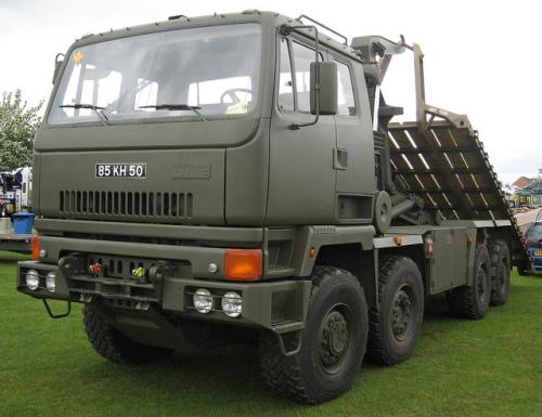 Selain Bedford MT, TNI AD juga menggunakan jenis transporter lain, inilah Leyland DROPS 8x8
