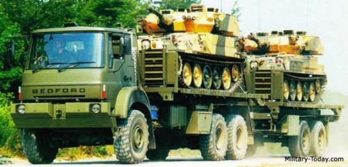 Beginilah konfigurasi Bedford MT dengan membawa gandengan dan 2 unit tank ringan