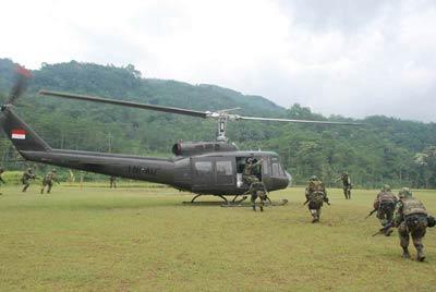 Utilitas menjadi kehandalan heli ini, dalam pertempuran tak jarang Bell 205 A-1 berperan sebagai ambulance udara.