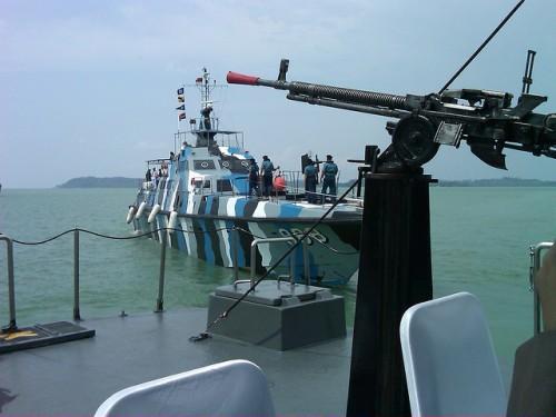 Selain mengandalkan Oerlikon 20mm, pada sisi buritan juga disematkan dua pucuk DShk-38
