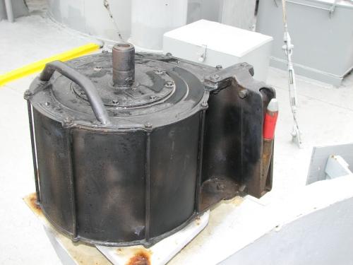Magasin Oerlikon 20mm berbentuk tromol, berisi 60 peluru