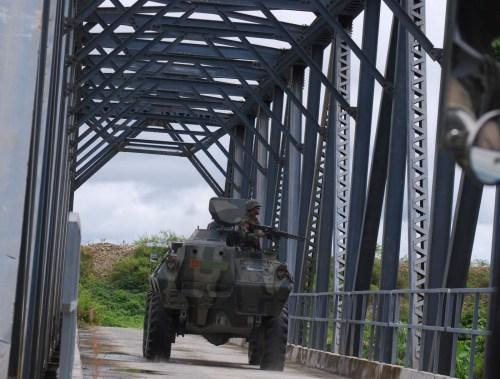 Panser di jembatan Kali Kopi, Timika