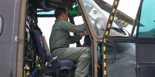 Kerap beroperasi di wilayah konflik, tak jarang Puma harus menerima terjangan proyektil. Tampak bekas lubang proyektil pada kaca kokpit.
