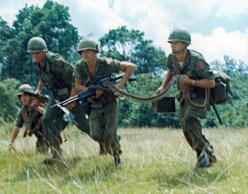 M-60 dalam laga aksi di Vietnam