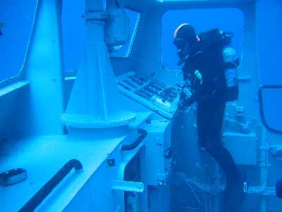 Kondor kini menjadi bagian dari wisata bawah air, nampak adalah bagian anjungan