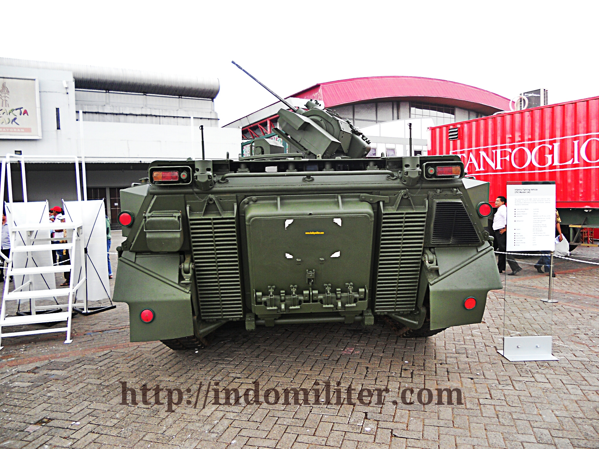Tampilan belakang Marder 1A3, Marder menjadi IFV dengan bobot terberat di Indonesia (35 ton).