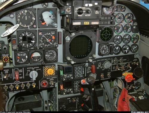 Tampilan kokpit F-5E Tiger sebelum di upgrade