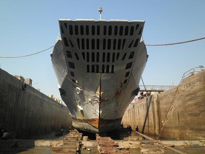 Tampilan ramp di Frosch class, pada insiden di KRI Teluk Lampung, ramp ini jebol akibat hamtaman gelombang.
