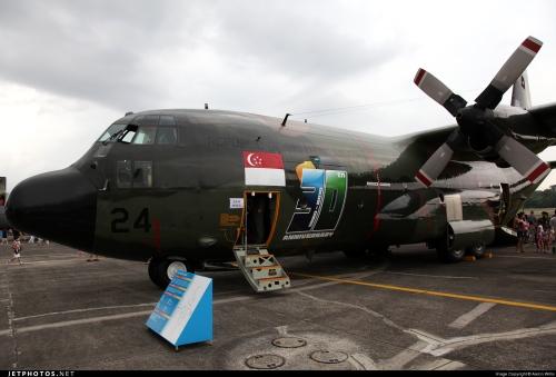 KC-130 Hercules AU Singapura dalam sebuah pameran statis