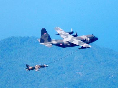 KC-130B Hercules dan Hawk 200