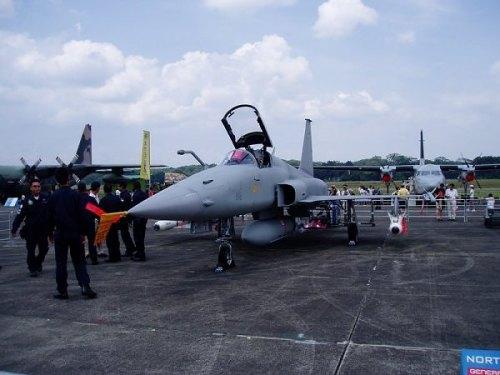 F-5E Tiger AU Singapura, selain punya kemampuan isi bahan bakar di udara, jet ini bisa meluncurkan rudal AMRAAM dan Maverick