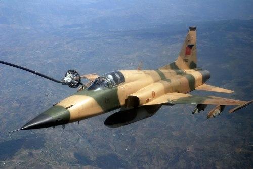 F-5E Tiger AU Maroko dengan kemampuan isi bahan bakar di udara