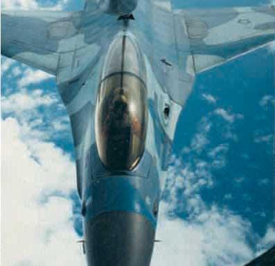 F-16 B TNI AU dalam uji air refuelling dengan teknik Boom