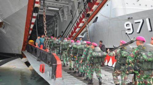 Ramp juga dimanfaatkan sebagai jalur embarkasi pasukan marinir ke dalam kapal.