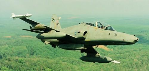 Hawk 100 denngan konfigurasi ADEN 30mm plus rudal Sidewinder