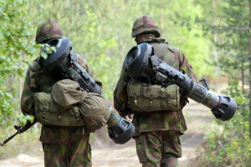 Beginilah pose perajurit infanteri dalam membawa NLAW