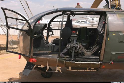 Alouette III dapat pula dipasangi door gun, tidak tanggung-tanggung menggunakan kanon kaliber 20mm.