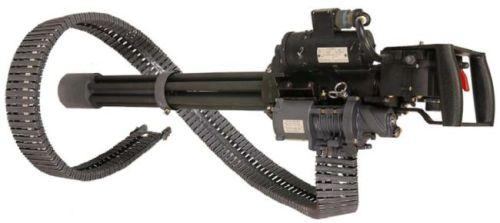 M134 Mini Gun dengan sabuk amunisi